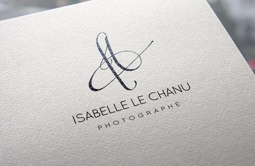 Logo d'Isabelle Le Chanu, photographe à Châtelaudren, Côtes d'Armor